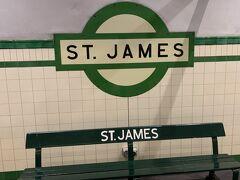 まずはシティサークルに乗って ST.JAMES駅へ向かいます。 Hyde Park 周辺を観光してからダーリングハーバー方面へ健康的に歩きます。そう、我々の観光は徒歩が基本です。