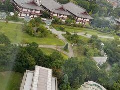 おはようございます♪ 私達の部屋は東京タワー側では無かったのですが 夜に花火が観られてラッキー! どちらの花火だったのか 土地勘がないので分かりませんでしたが・・・  高層階に泊めて頂いたので 増上寺さんの全景を上から見ることが出来ました 手前はホテルのチャペルかな? おっしゃれ~♪
