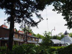 こちらがランプの宿 森つべつ。 チミケップホテルもすごかったですが、ここもまあまあの人里離れた森の中の一軒宿です。 規模が大きめで、地元の人の憩いの場になっている感じでした。