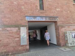 グーテンベルク博物館。 マインツ出身のヨハネス・グーテンベルクの生誕地であり、活版印刷に関する博物館らしいです。 今回は前を通過するだけ。