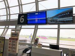 仙台空港にやってきました~ 今日はANA…じゃなくてスカイマークに乗ります。  初めて乗るからドキドキ。  息子は3歳だけど優先搭乗していいよと言われたので、ありがたく利用させていただきました。