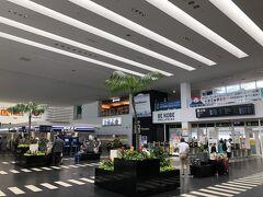 神戸空港…久しぶりだな。  以前ANA便があった頃一番遅い時間に飛んでたので、仕事が終わった後そのまま旅行に行くのに便利でした。 あと伊丹便より安くて予約も取りやすかった。  神戸空港結構好きなので、ANAじゃなくなったけど路線復活してくれたのは嬉しいです。