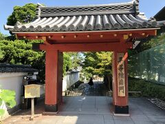 南門近くのパーキング(1回¥700)に停めます。有名な観光地なのに良心的な料金です。