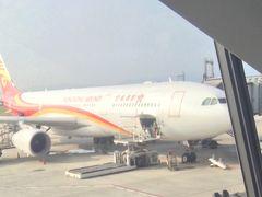 初めての香港航空。8割程度の乗客で、8割が香港人だと思います。機内食は美味しかったです。CAの話し声がうるさいと文句言っていました。