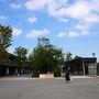 さて、早いもので寝る暇もなく大阪城公園に到着。 既にこの時点でスタバを探す息子!