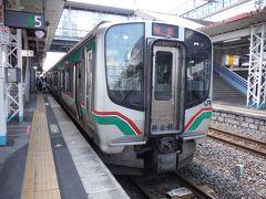 郡山駅の福島駅経由仙台行です。JR東の電車と比べ面長な印象です。