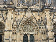 どどーんとド迫力の大聖堂 素晴らしい外観だ、一年前のパリ・ノートルダム大聖堂を思い出す