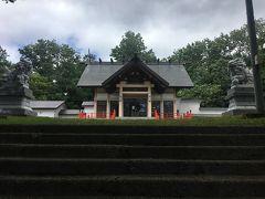 札幌を出発して約一時間半。 余市神社に到着です。 境内にはとても大きなダンゴムシがいました。 御朱印を頂きましたが、あまり映えない為割愛。