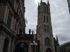 「聖バーフ大聖堂」 入場無料  平日の午前中でしたが、たくさんの観光客がいました。