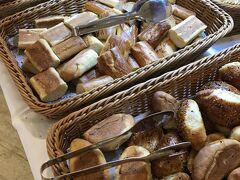 トルコ到着3日目の始まり 朝食会場6:00~ パンの種類豊富 お部屋とレストランは別の建物だからちょっと面倒