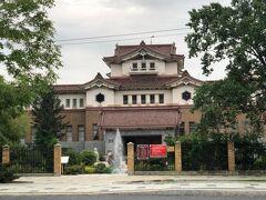 次に行ったのは「サハリン郷土博物館」 日本時代の建物だそうですが、中国っぽい感じがするのは、当時こういう様式の建築がはやったからだそうです