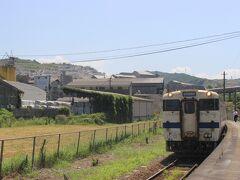 隣の船尾駅で途中下車。 この駅は麻生セメントのプラントが現在も稼働しており、プラントの中の駅です。