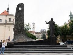 タラス・シェフチェンコ像. 近代ウクライナ語文学の始祖とも評価されるウクライナの詩人,画家であるシェフチェンコの像.ウクライナの主要都市には必ずといっていいほど建てられているそうです.