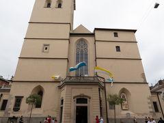 こちらがリヴィウ大聖堂のファサード. 14世紀に建てられたローマ・カトリック教会.外観はゴシック様式ですが,美しい内装はバロック風とのこと.ラテン大聖堂とも呼ばれるようです.
