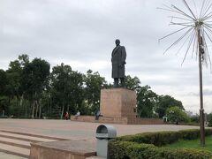 ユジノサハリンスク駅前公園のレーニン像