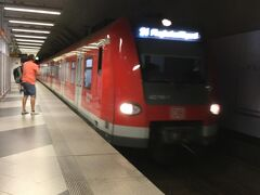 S1とS8が中央駅まで行くそうですが。。すぐに来たS1に乗りました。