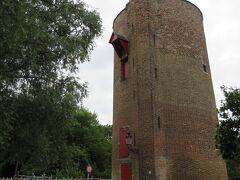 愛の湖公園のほとりにあるパウダータワー。