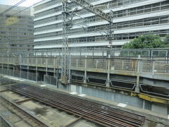 東京駅を出て上野東京ラインの新しくできた線路を走ります。