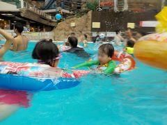 プール遊び2日め(絶叫スライダー)、 昼食、 1330よりポリネシアンダンスショー(昼の部)