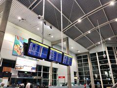 4:40頃、ケアンズ 国際空港到着  ぜんぜん寝れなかった… 空港はこじんまりしてるけど綺麗!