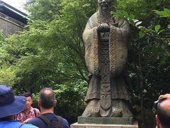 孔子像。孔子の銅像としては世界最大、