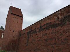 三人兄弟からスウェーデン門を潜って行くとヤコブ兵舎、城壁がありました。 貿易都市だったリガには城壁を築き城塞都市化して町を守ったようです。
