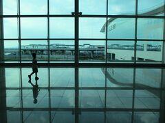 大韓航空利用のソウル乗り継ぎでダナンへ。 ソウル→ダナン間は、WEBチェックインの出来ない区間らしく、窓口でのチェックインでした。