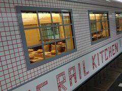 時間もころ合いの4時を過ぎました。バスとお別れして、大牟田駅から西鉄大牟田線の「THE RAIL KITCHEN CHIKUGO」に乗り込みます。  いよいよ本命登場!!