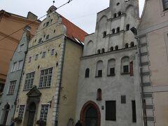 マザーピルス通りを東から来て 三人兄弟 Three Brothers House の所から北のSt. Jacob Catholic Cathedral of Riga に道なりに進みます。