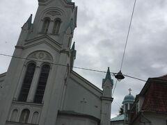 聖母受難教会 Our Lady of Sorrows Church, Riga  は白に水色の綺麗な建物です。 英国国教会の北にありました。 受難という奇妙な名前が付いていますが仏教徒にはよく分かりません。