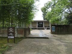 伊賀は松尾芭蕉の故郷としても知られているそうです。  その芭蕉の記念館があったので入場。