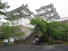 伊賀上野城です。  雨で景色もイマイチかと思ったのと、登るのが単純に面倒で、外から見ただけ。