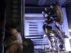 エイリアン。 左手前にチラッと見えるのは人間繭。  アイアンマンやバックトゥザフューチャーなどの映画再現シーンもありました。