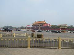 翌朝、早くから来たのは天安門広場。ここに到達するまでに荷物検査がありますが、ここの荷物検査は厳しくないです。
