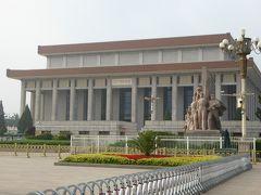天安門広場にある毛主席紀念堂。こちらは手荷物持って入れないということなので、私は諦めて外から見るだけに。