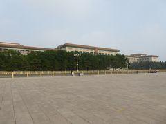 天安門広場を囲むように大きな建物が並んでいますが、こちらは人民大会堂。