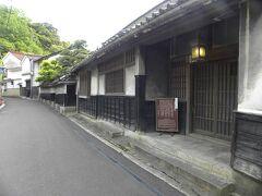 内藤家の屋敷。まだ、内藤さんが住んでいるので一般公開はされていません。 内藤家って大河ドラマの毛利元就に出ていた内藤さんの子孫なのかな?
