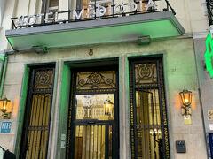 今回のホテルはアトーチャ駅前のホテルメディオディアです。