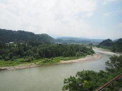列車は千曲川改め信濃川(県境越えたので)に沿って走っていきます。