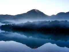 これぞ絶景。大正池ホテルに泊まったからこそ見れた風景です。 焼岳と北アルプスの山々が水面に映って、上下がよくわからないくらい。