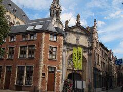 午後2時から午後5時までの3時間のみ公開されます。 ベルギーの最も美しいカトリック教会のひとつとも言われる「聖パウルス教会」