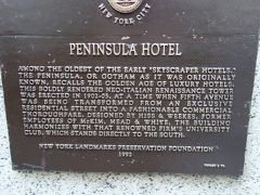 Peninsula Hotel の続きから。 PENUNSULA HOTEL  AMONG THE OLDEST OF THE EARLY 'SKYSCRAPER HOTELS,' THE PENINSULA, OR GOTHAM AS IT WAS ORIGINALLY KNOWN, RECALLS THE GOLDEN AGE OF LUXURY HOTELS   THIS BOLDLY RENDERED NEO-ITALIAN RENAISSANCE TOWER WAS ERECTED IN 1902-05, AT A TIME WHEN FIFTH AVENUE WAS BEING TRANSFORMED PROM AN EXCLUSIVE RESIDENTIAL STREET INTO A FASHIONABLE COMMERCIAL THOROUGHFARE, DESIGNED BY HISS & WEEKES, FORMER EMPLOYEES OF McKIM, MEAD & WHITE, THE BUILDING CLUB, WHICH STANDS DERECTIVELY TO THE SOUTH.  NEW YORK LANDMARKS PRESERVATION FOUNDATION 1992