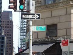 5番街は北から南への一方通行です。