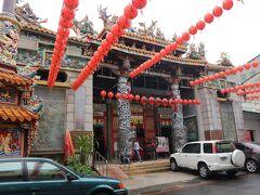ぷらぷら歩いていたら、迫力のある寺院を発見