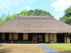 下宿八幡神社本殿の裏側に旧森田家があります。 旧森田家は武蔵野の文化を伝える古民家です。森田家は、幕末には村役の名主を務めていただけあてなかなか立派な建物です。