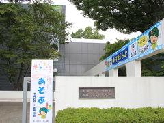 中里の富士塚から住宅や農地が点在する地区を歩いて郷土博物館へ