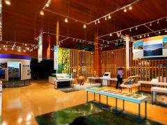 こちらは「浄土平ビジターセンター」の館内です。浄土平のいろんな情報がわかりやすく展示されており、コースガイドもありますので、はじめて浄土平に訪れた際には、最初にここに立ち寄るのがよろしいと思います。