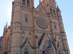 バスを降りて、セント・メアリーズ大聖堂へ。