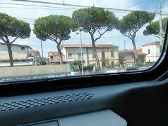 こちらは、ヴィアレッジョ駅 わりと観光客の人がたくさんいました。ラ・スペツィアからピサの間に、隠れた名所があります。