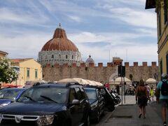イル バッティステッロ 洗礼堂が見えてきました。